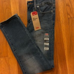 NEW WITH TAGS Levi's skinny jeans